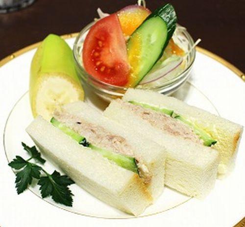 豚ヘレ肉のツナマヨ風サンド2リサイズ