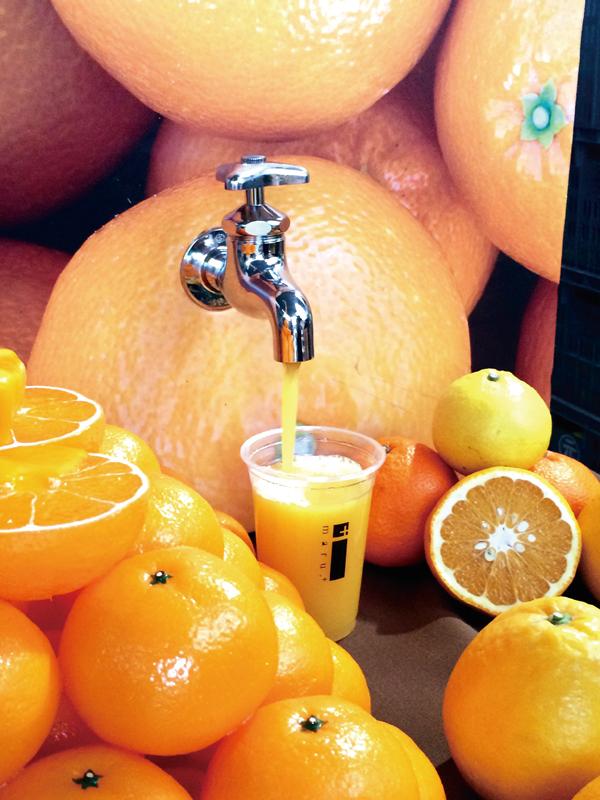 【四国】 蛇口からみかんジュース