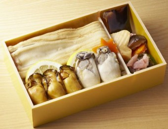 浜吉 天然活き〆煮穴子と広島かき弁当