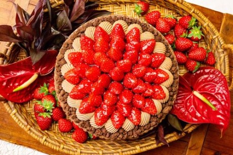 quifaitbon_イチゴとチョコレートムースのタルト_t_tr_web用