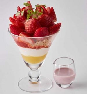 afternoon_18苺とマスカルポーネのブーケパフェ+ソース