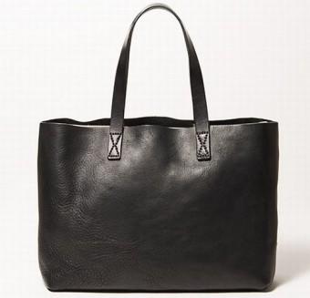 c78dbbb43fe9 イタリアのアブルッツォ州でバッグの生産を30年以上請け負うファクトリーブランド、大手メゾンの生産も手掛ける由緒あるファクトリーのバッグなので、4月からの新生活  ...